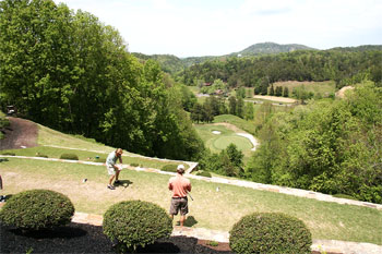 players golfing in smoky mountains